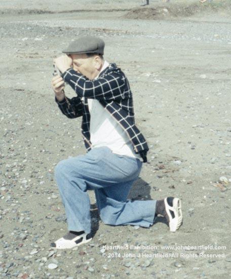 Heartfield kneeling photographer